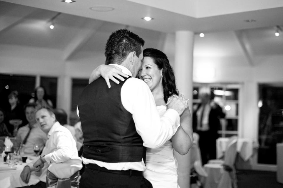 Melbourne golf club wedding, first dance