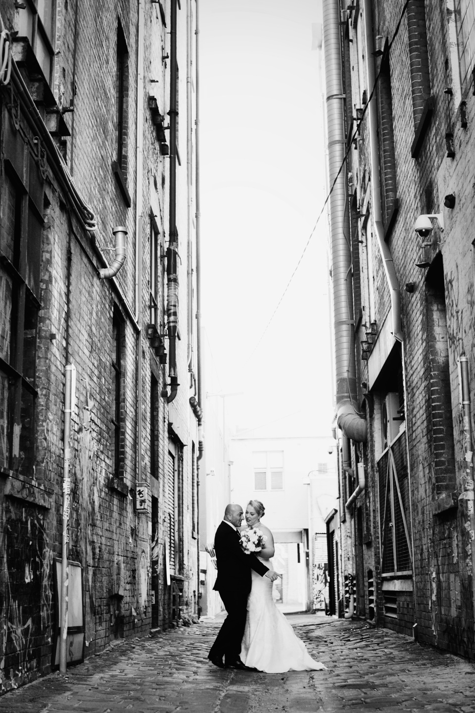 Bride and Groom photos in Melbourne laneway