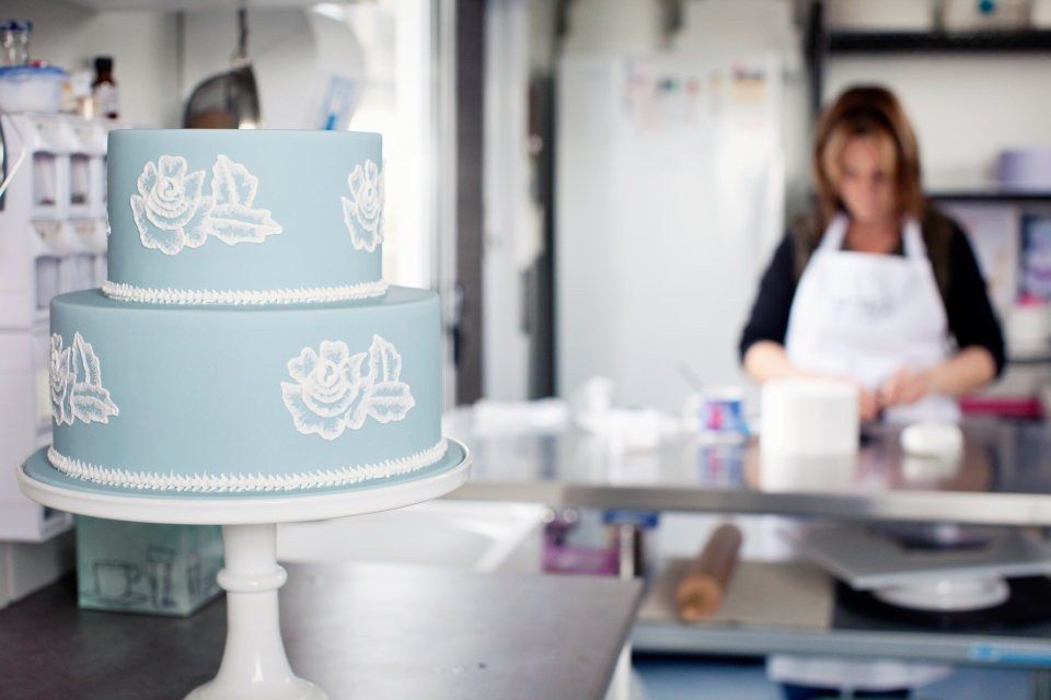 Melbourne blue and white wedding cake