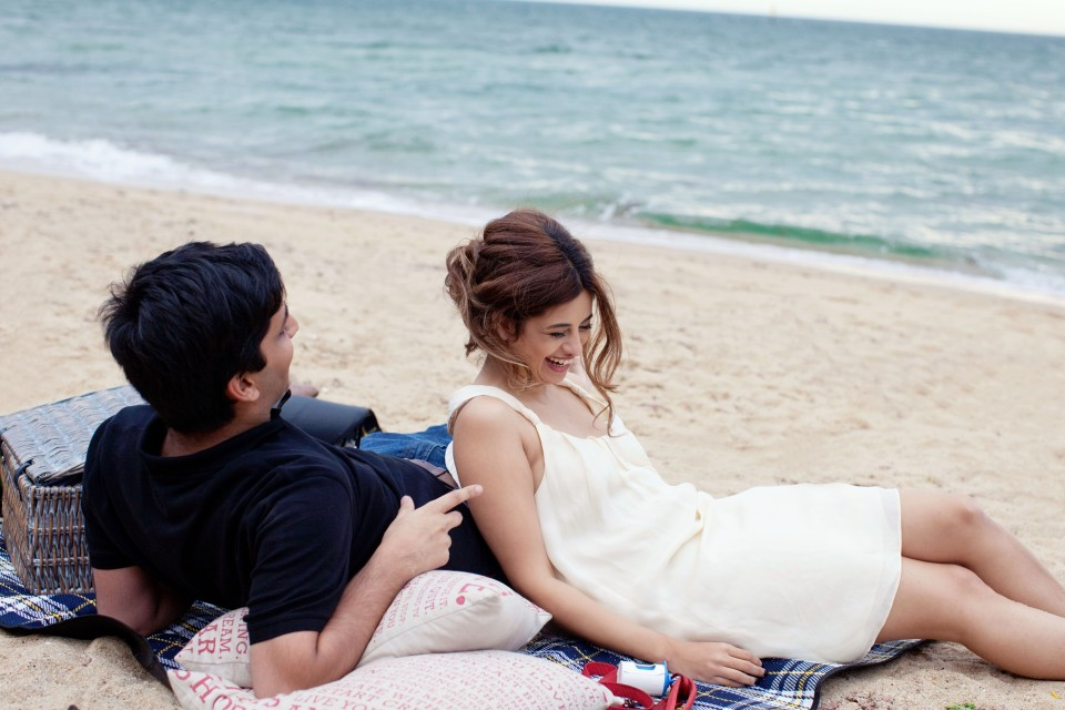 Engagement photos of picnic on the beach in Melbourne