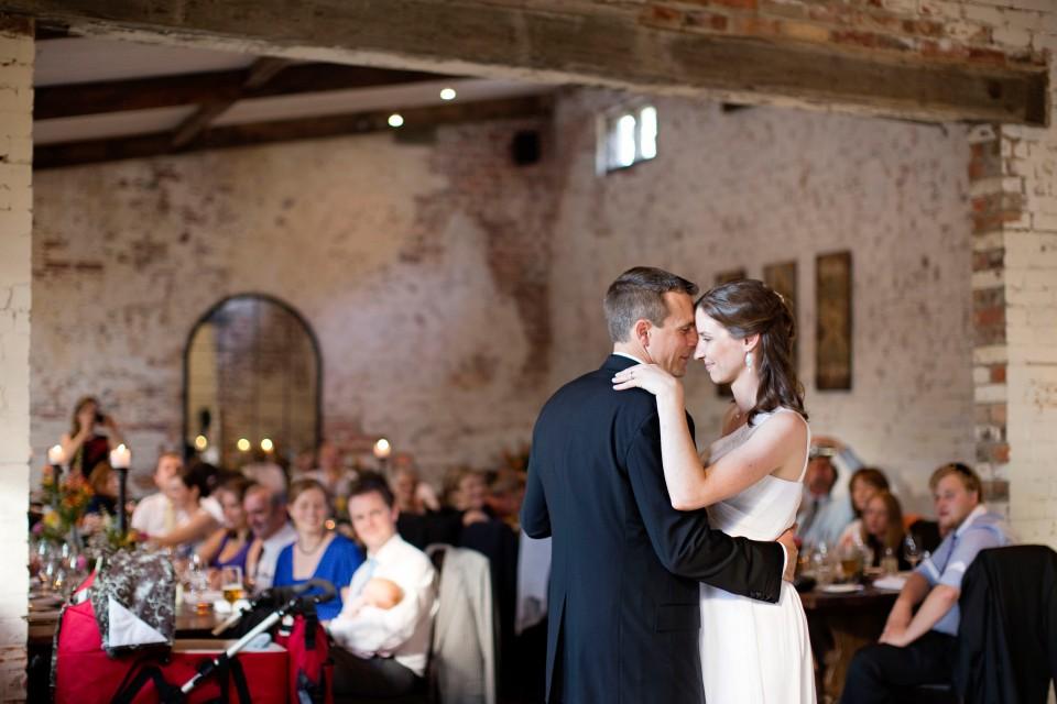 Fisrt dance, rustic wedding